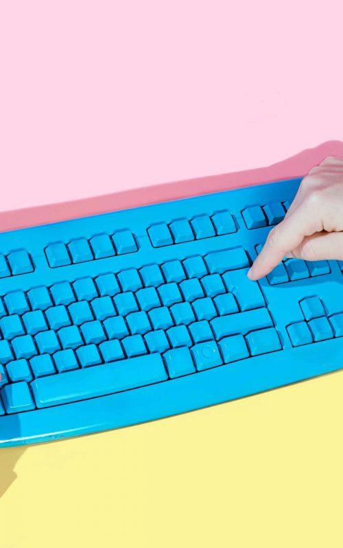 teclado contacta con nosotros
